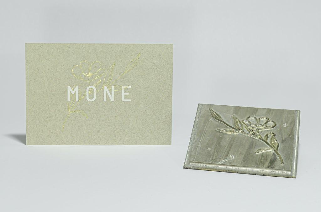 Geboprtekaart met bloem voor mone